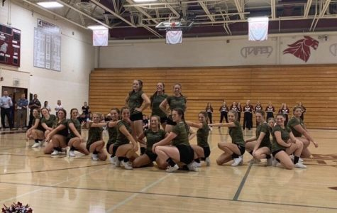 CSH Cheers Perform at Freshmen Orientation